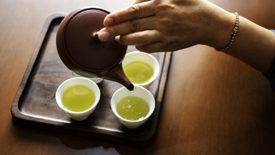 Groene thee maakt wakkerder dan koffie